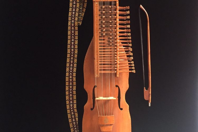 Eric Sahlström nyckelharpa